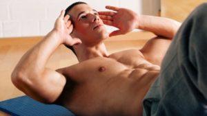 Как убрать живот и бока мужчине эффективно